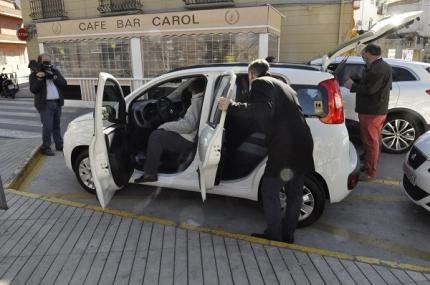 La alcaldes y varios concejales reciben los nuevos vehículos