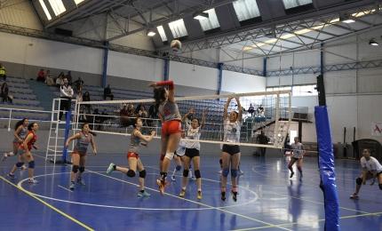Una jugada de ataque del equipo Albolote CV` 16 en un partido anterior.