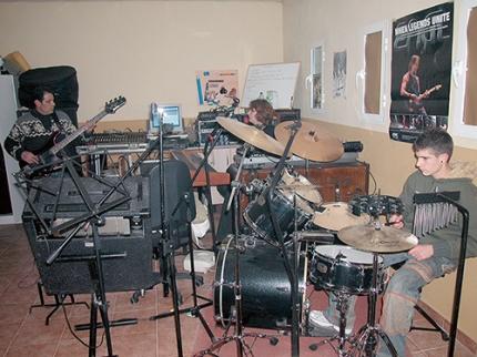 Imagen de archivo de un grupo de música en uno de los locales de ensayo.