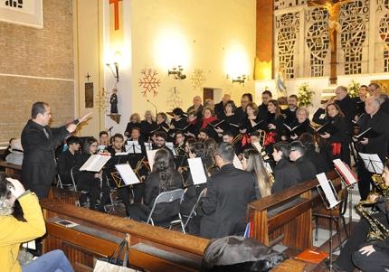 La Banda de Música y la Coral Polifónica interpretaron algunas piezas conjuntamente.