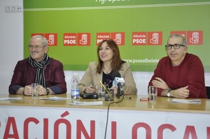 La Secretaria de Comunicación del PSOE, Esther Casares, en rueda de prensa.