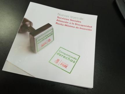 Folleto informativo del PSOE sobre las nuevas leyes en materia de Servicios Sociales