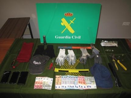 Material incautado por los agentes tras la detención de los presuntos ladrones