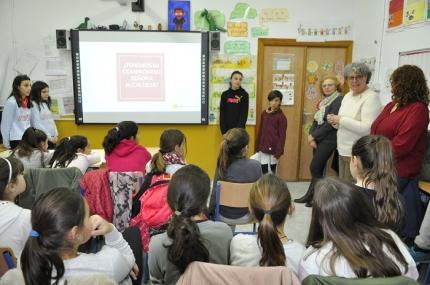 Los alumnos y alumnas de sexto de primaria del colegio San Isidro Labrador presentan el trabajo #merezcounacalle
