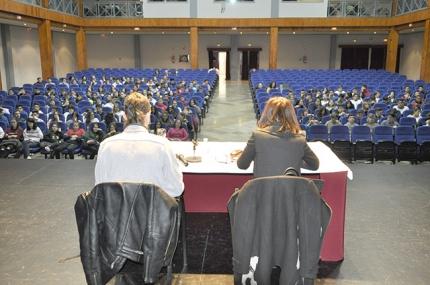 Charla sobre ciberacoso en los institutos de Secundaria celebrada en el auditorio de la Casa de la Cultura.