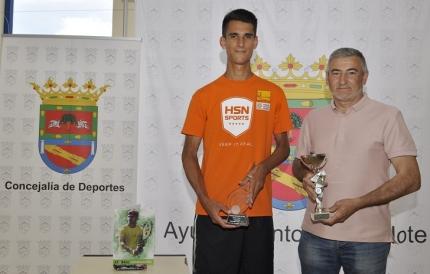 El concejal de deportes, Diego Valero recibe al tenista tras su último éxito deportivo.