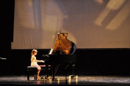 Una alumna de piano durante la audición