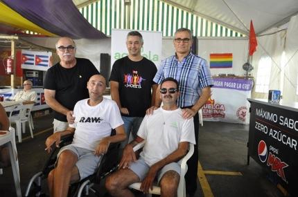 Jorge Abarca junto a concejales de IU y al Coordinador local en la caseta de las Fiestas Populares