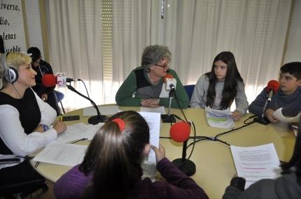 Participación de la alcaldesa de Albolote, Concepción Ramírez, en un programa de la radio municipal