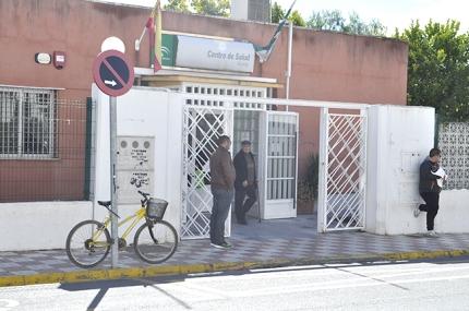 Imagen de la fachada del centro de salud de Albolote.