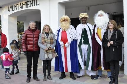 Los concejales junto con sus majestades los Reyes Magos de Oriente