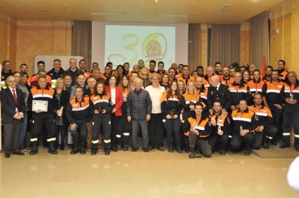 Los voluntarios junto a las autoridades locales y provinciales