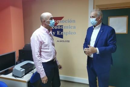 Manuel Montalvo, concejal de Empleo junto con el gerente del OAL, José Antonio Ivars